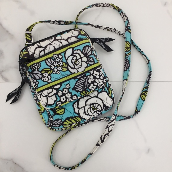 Vera Bradley Handbags - NWOT Vera Bradley Cross body cloth purse